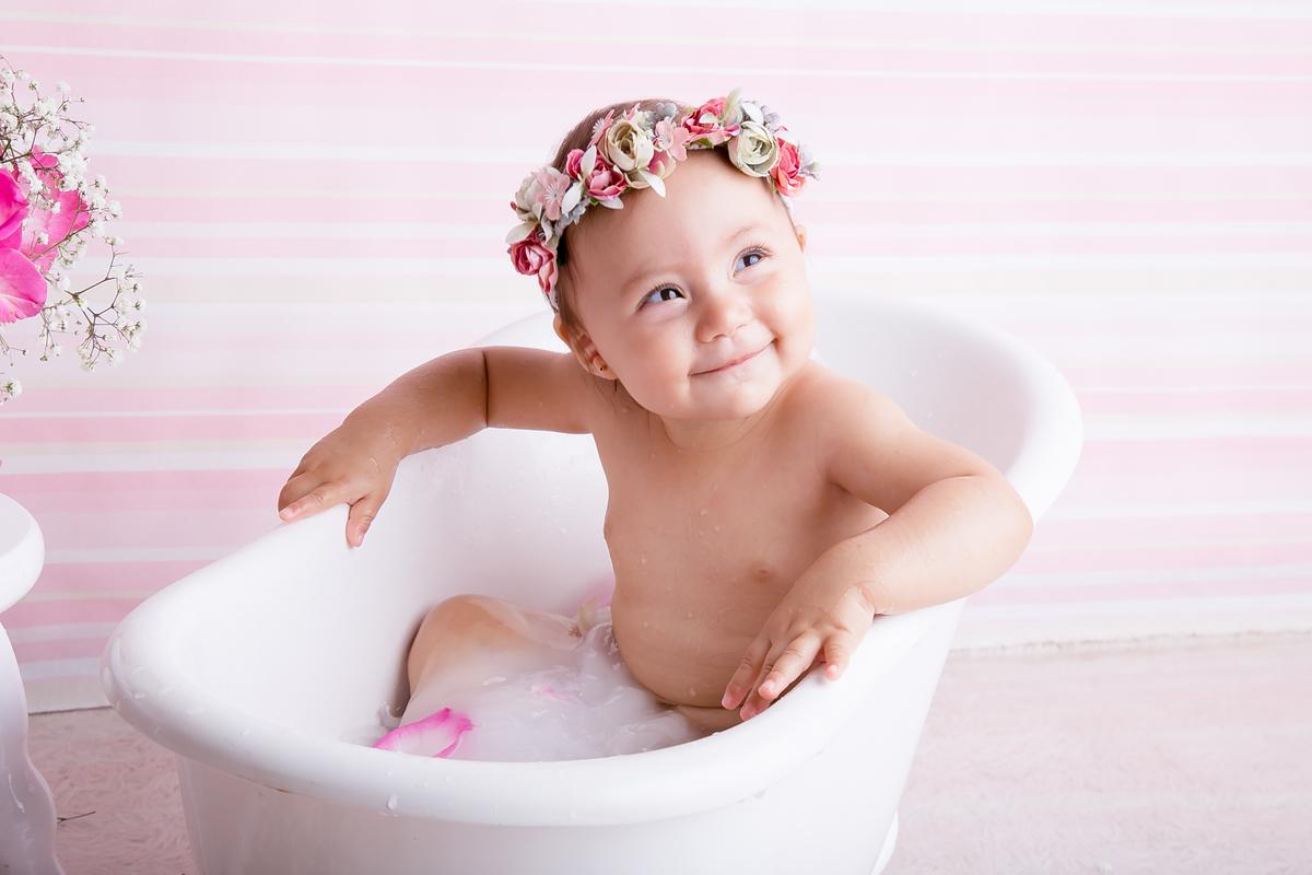 Sorriso no ensaio banho e leite em Brasilia DF, estúdio Gabi Aine