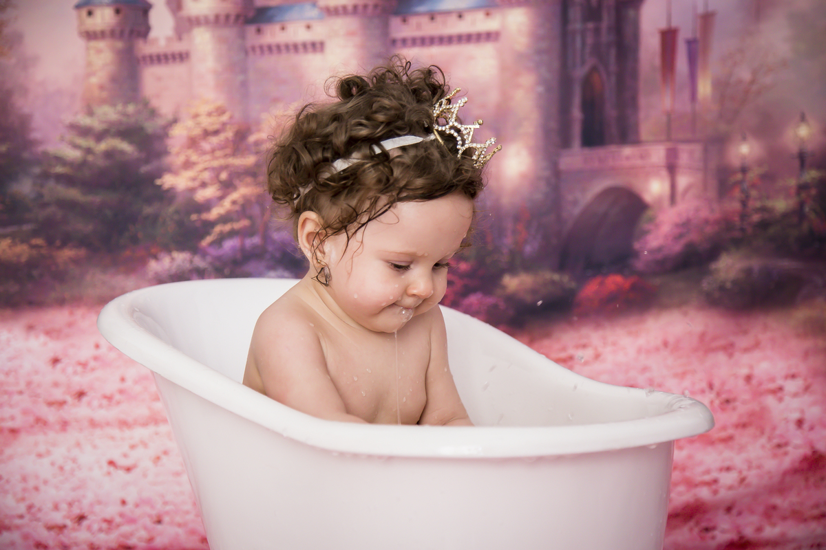 Banho para limpar o bolo do smah the cake ensaio em Brasilia no tema princesa