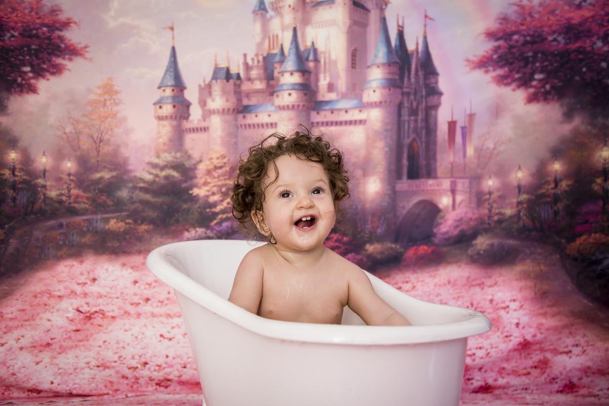 Princesa Helena na hora do banho do ensaio smash the cake, Gabi Aine, Brasilia DF