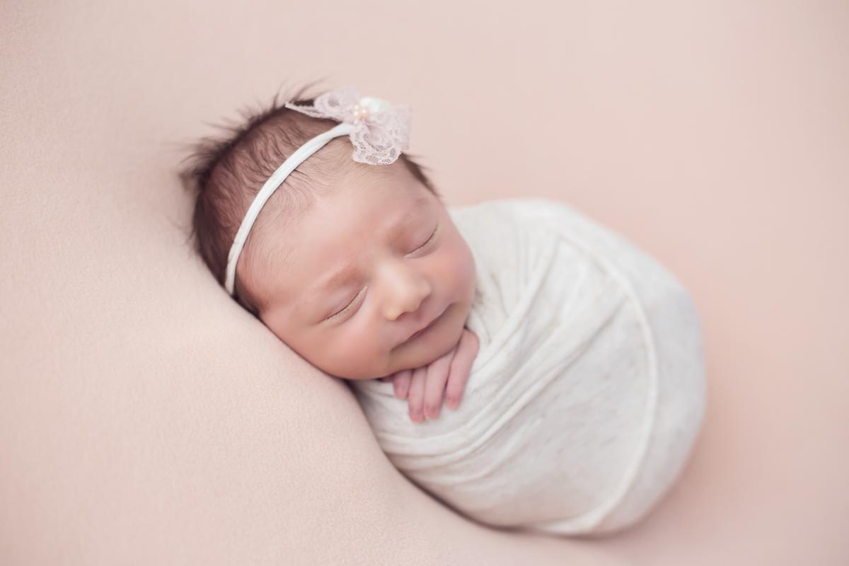 Ensaio Newborn Menina, manta rosa, whap bolinha rosinha