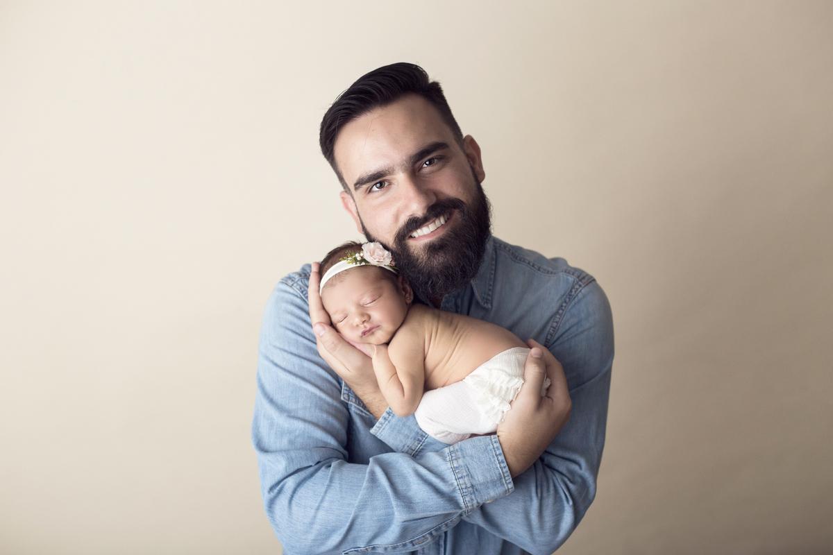 Amor de pai em ensaio newborn Brasilia