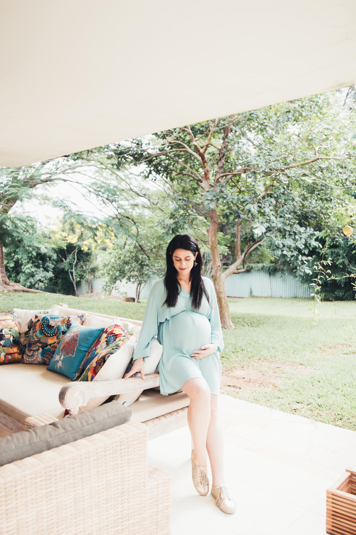 Jardim em casa, ensaio lifestyle, gestante lifestyle, Brasilia