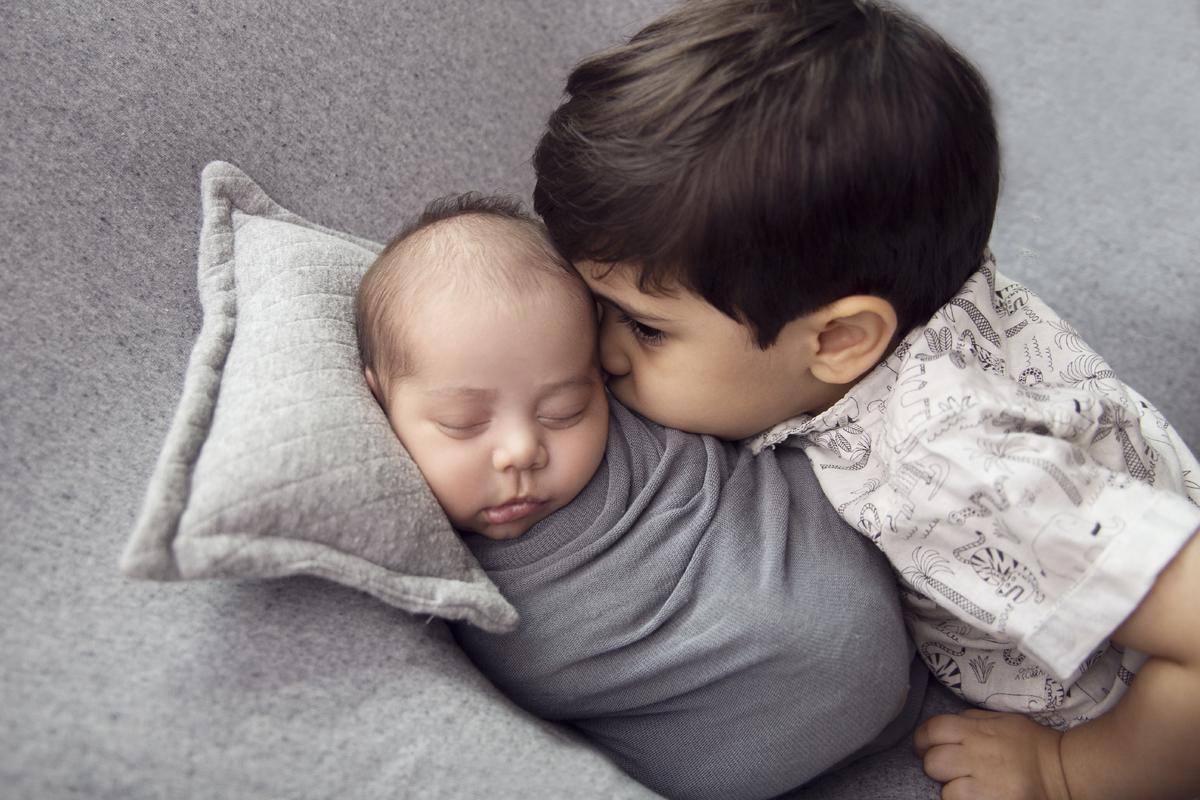 Newborn Brasilia, carinho de irmão, Ensaio com irmão mais velho