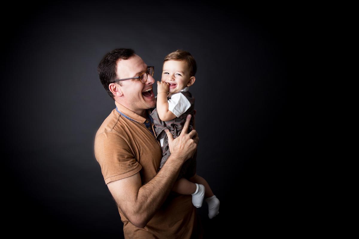 Ensaio bebe de nove meses, foto com papai, acompanhamento primeiro ano