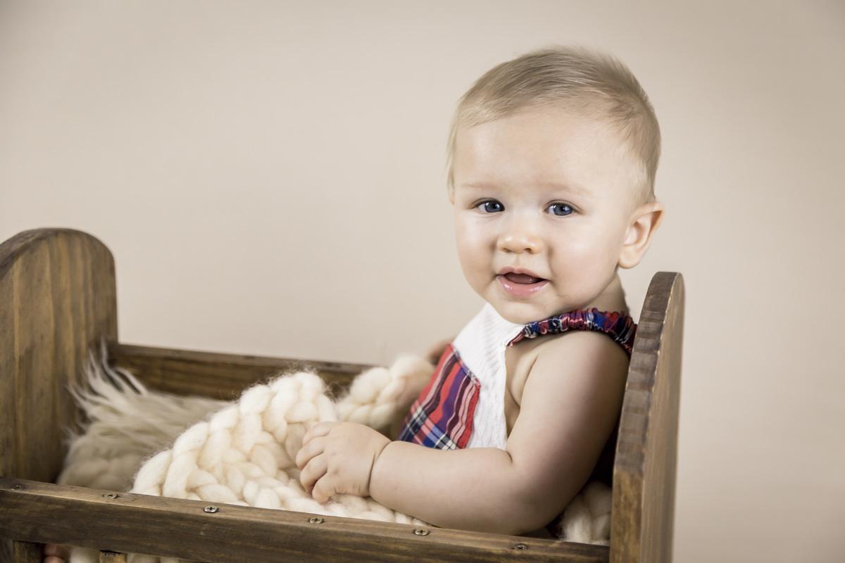 Bebe sorrindo ensaio de seis meses, acompanhamento primeiro ano