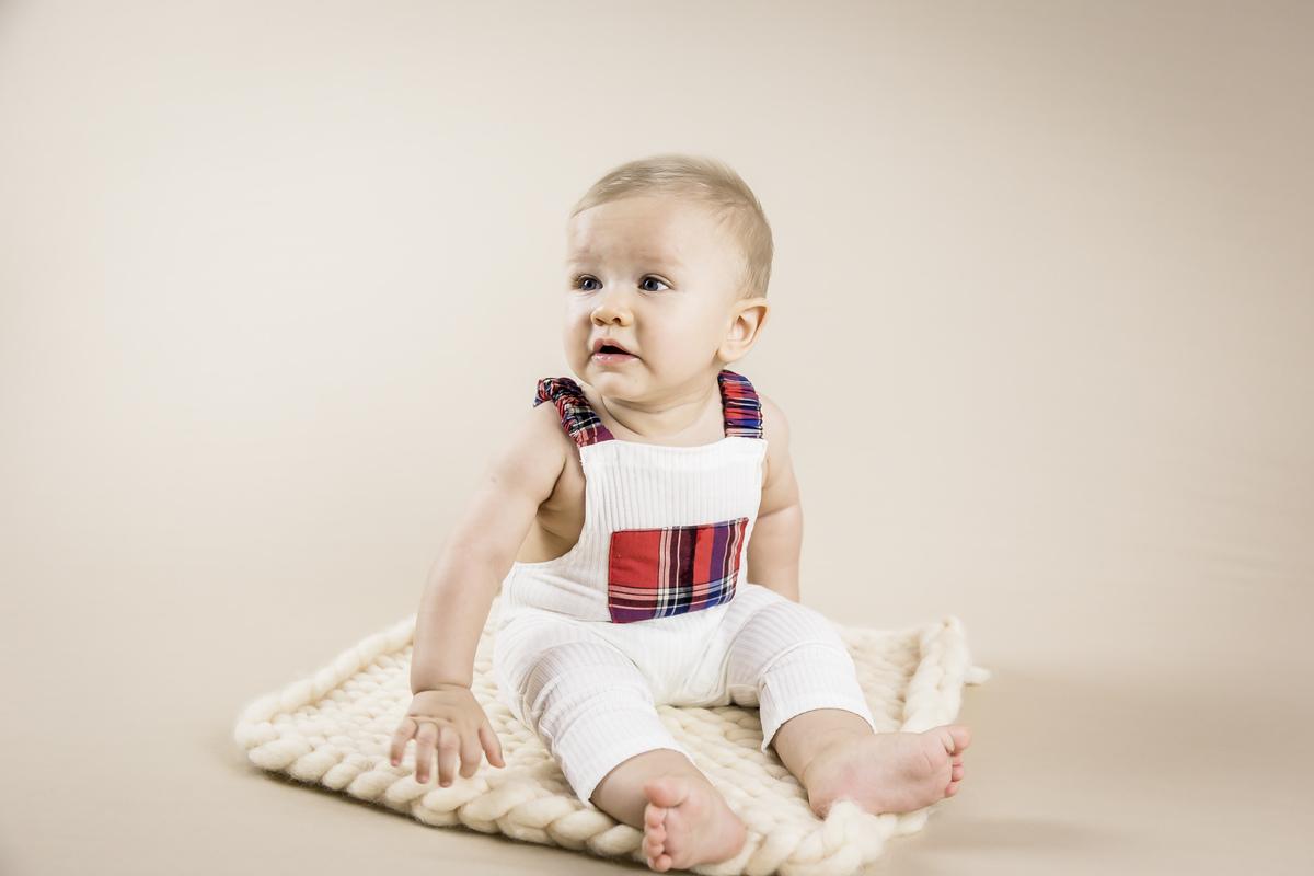 bebê sentado, acompanhamento primeiro ano, ensaio de seis meses