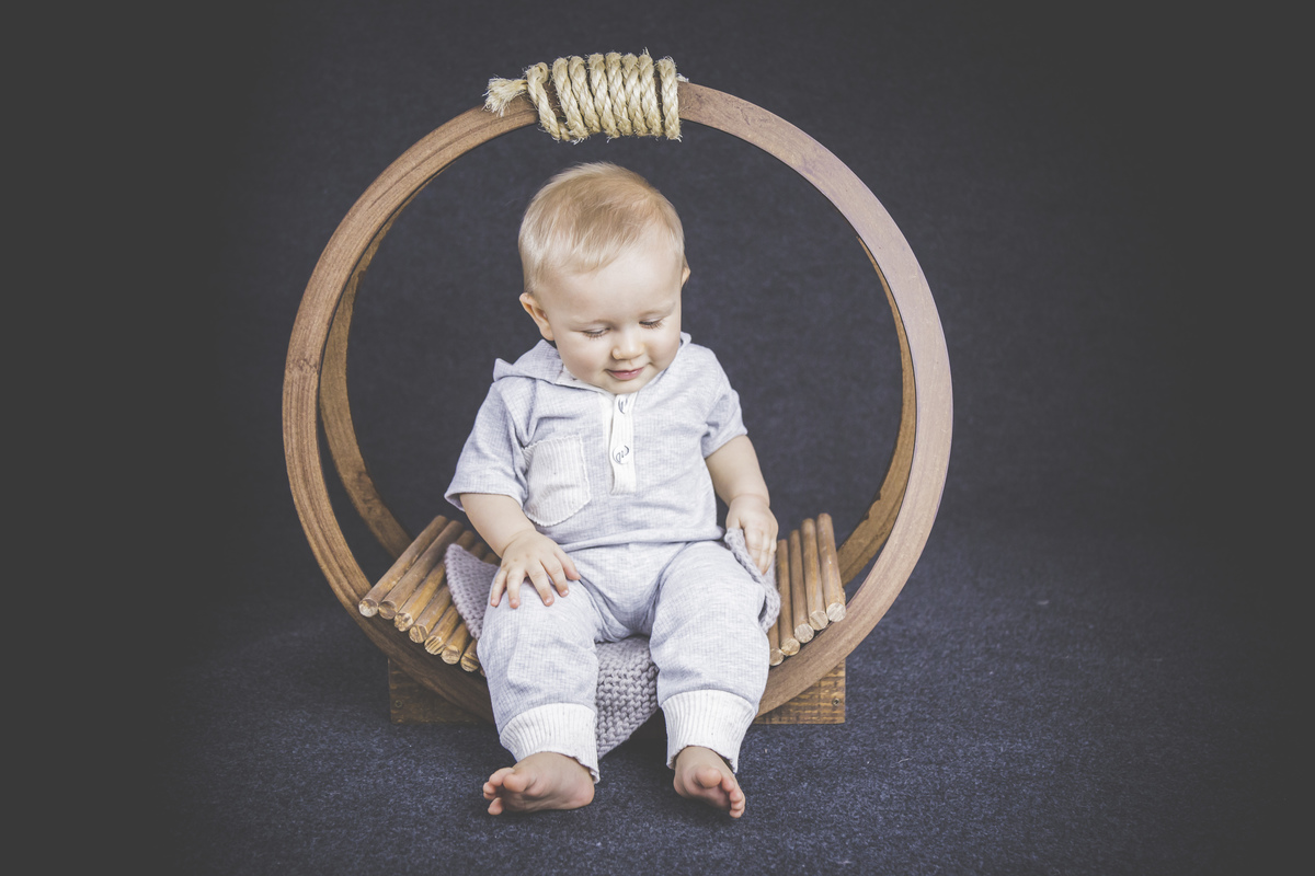 bebê sentado, primeiro ano, seis meses