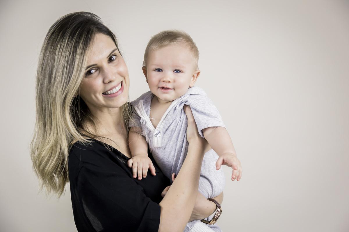 foto da mamãe com bebê de seis meses, acompanhamento primeiro ano