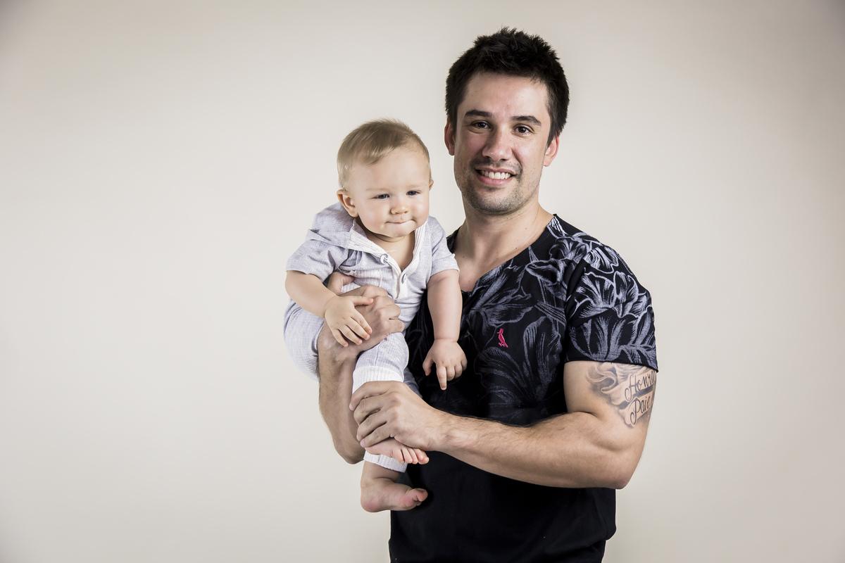 foto papai e bebê acompanhamento do primeiro ano, Gabi Aine