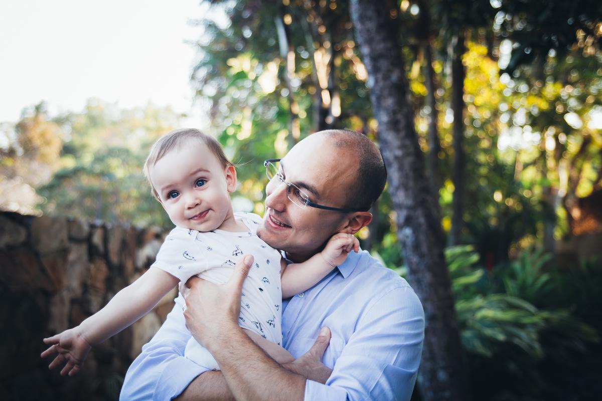 Bebe e vovô em ensaio externo família, Peninsula dos Mnistros Brasilia