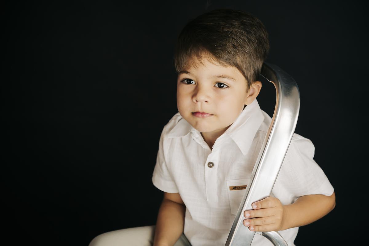 Foto de criança , book ensaio infantil seis anos, ensaio editorial em estúdio Brasilia