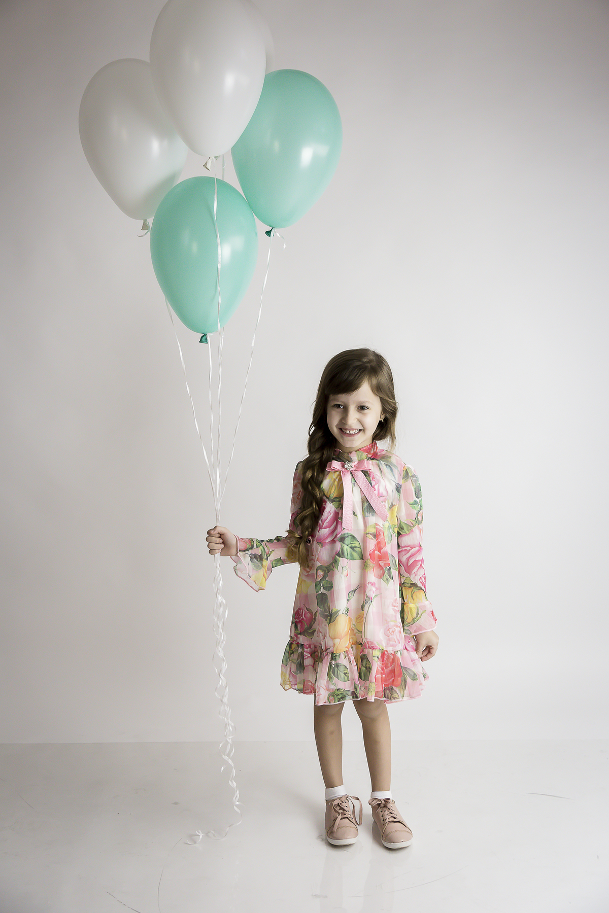 Foto menina seis anos, editorial, Gabi Aine, foto com balão, editorial menina