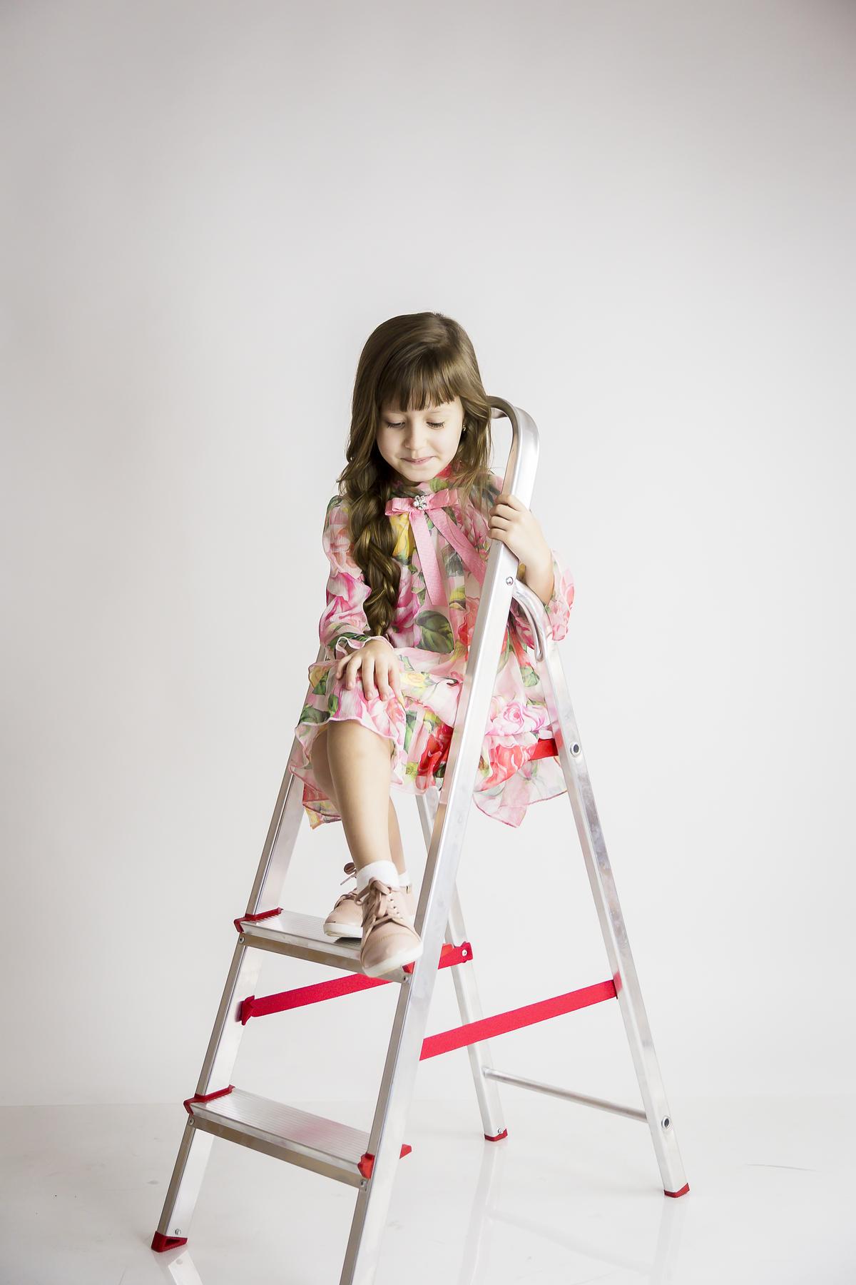 Fotografia infantil em Brasilia, book editorial menina