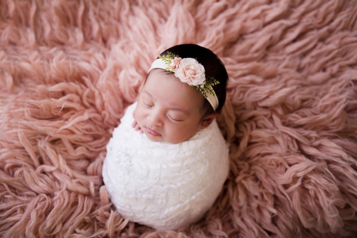 Ensaio Newborn bebê de 15 dias em Brasilia, Flokati Rosa antigo, Gabi Aine
