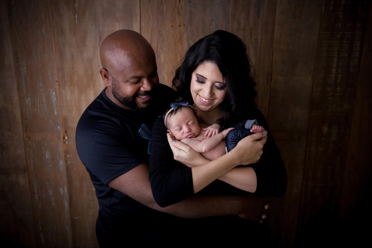 Foto familia no ensaio Newborn Brasilia da Heloisa, 15 dias
