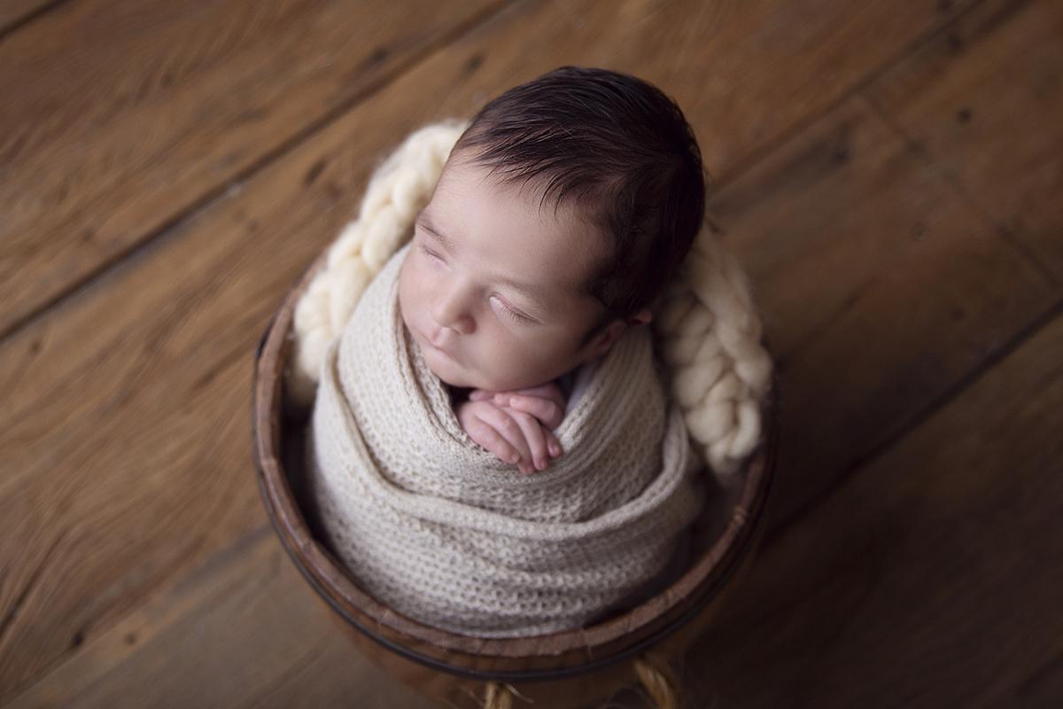 Fotografia Newborn Brasilia, bebe recem nascido, 12 dias dentro baldinho