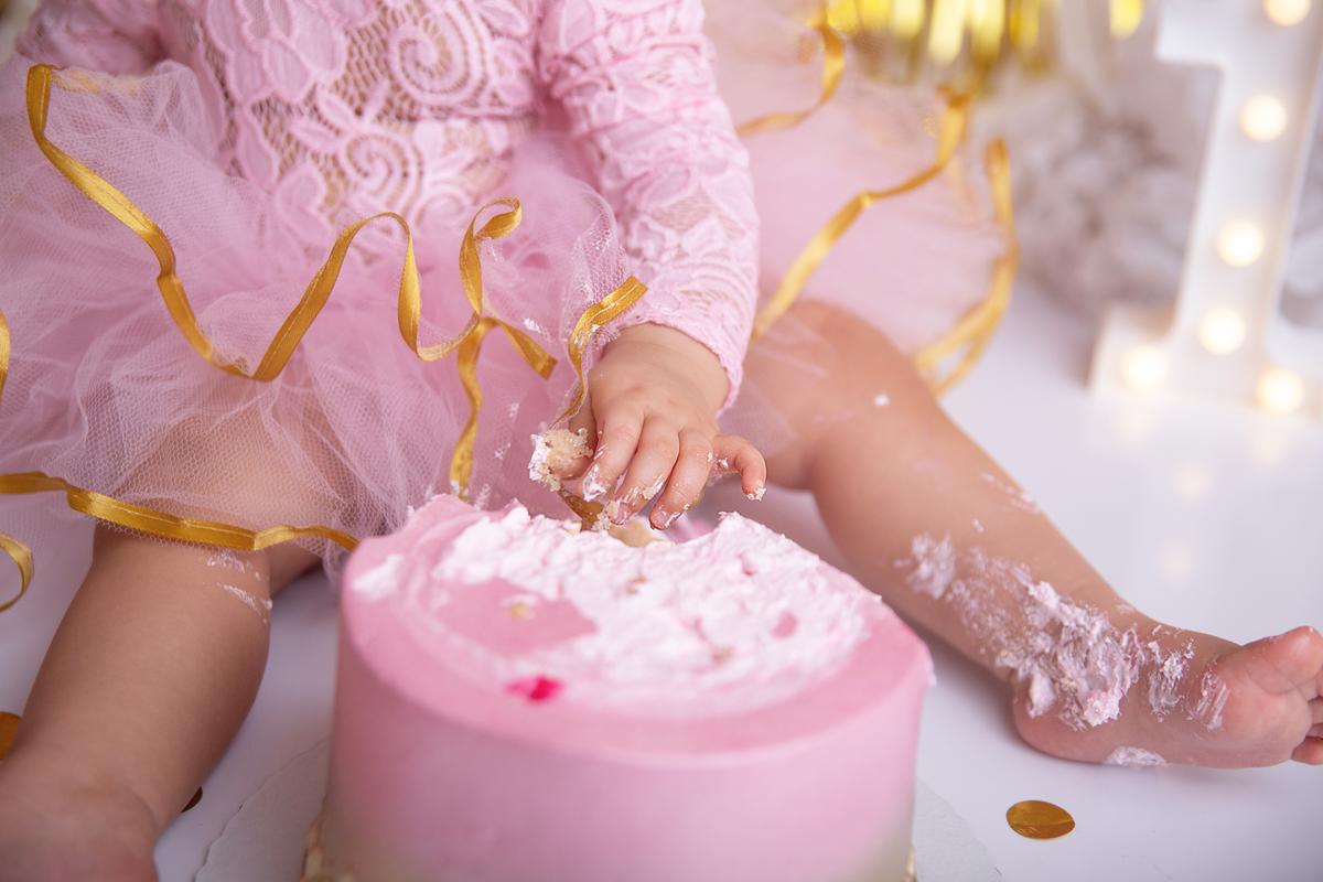 Ensaio com bolo, cake smash princesa, rosa e dourado