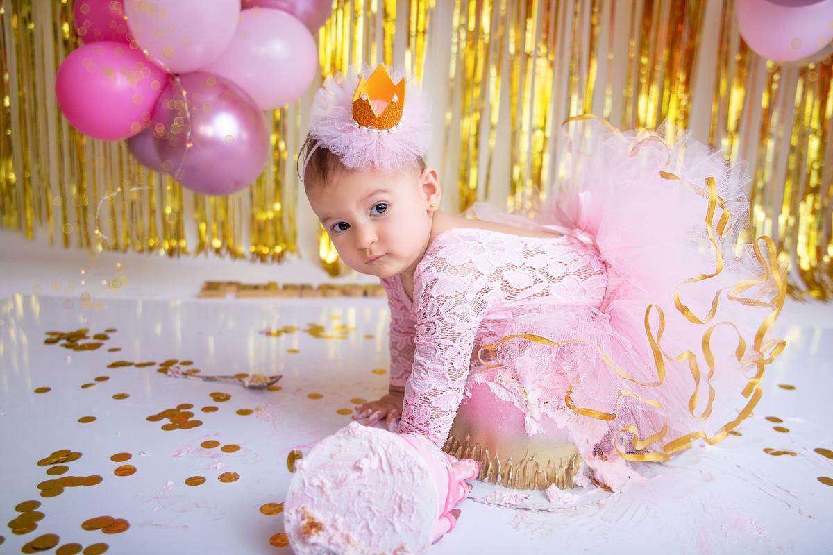 Smash the cake menina princesa rosa e dourado em Brasília