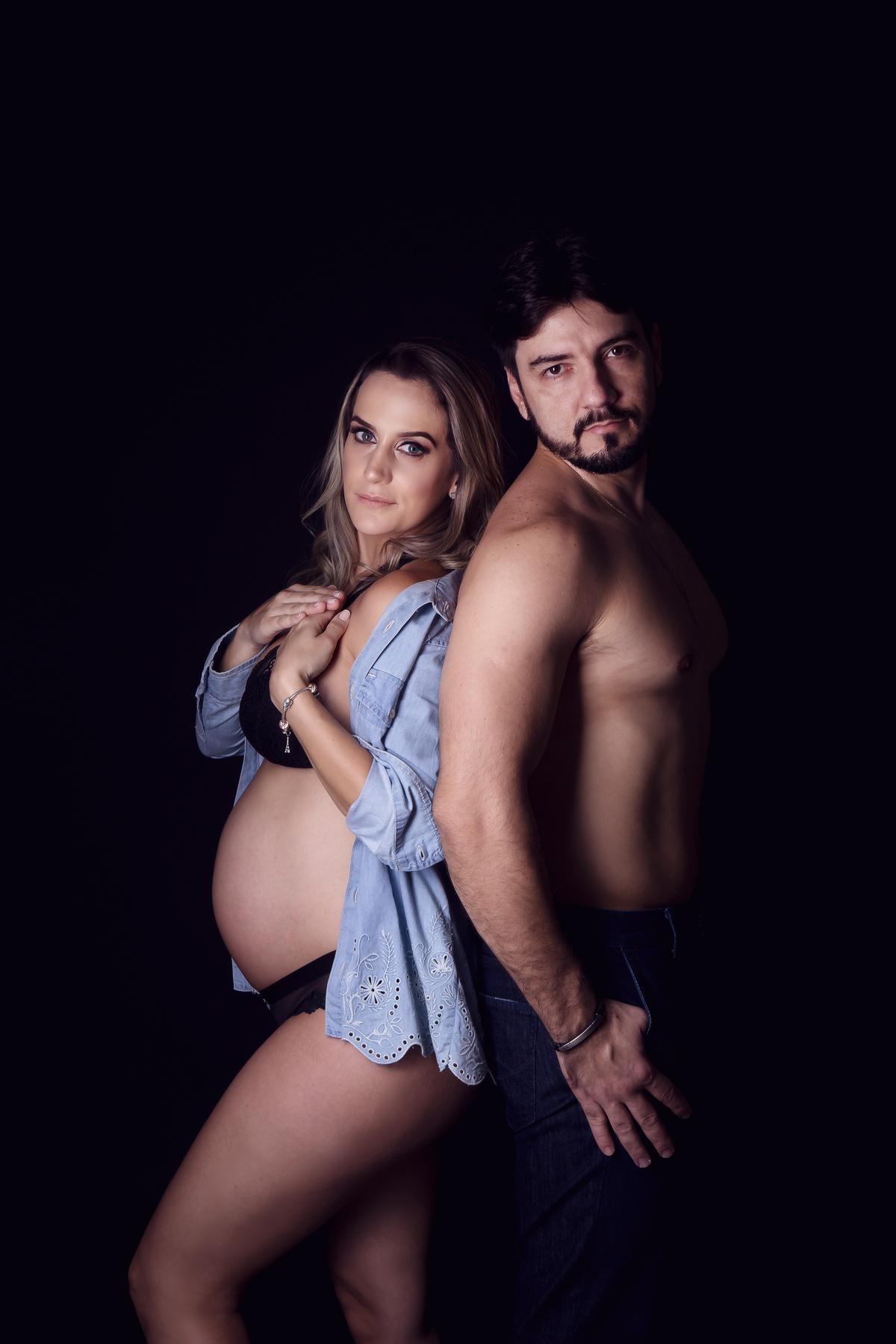 Fotografia de familia em ensaio gestante estpudio fundo infinito Brasilia àguas Claras