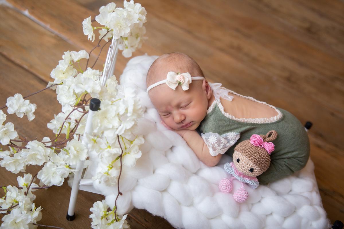 Bebe na caminha ensaio newborn Gabi Aine Fotografia de recém nascido Brasília