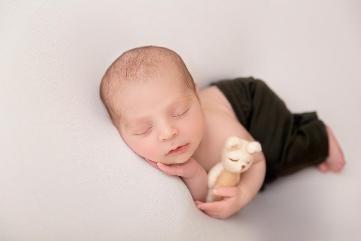 Bebe com ursinho, ensaio newborn Brasilia, Gabi Aine