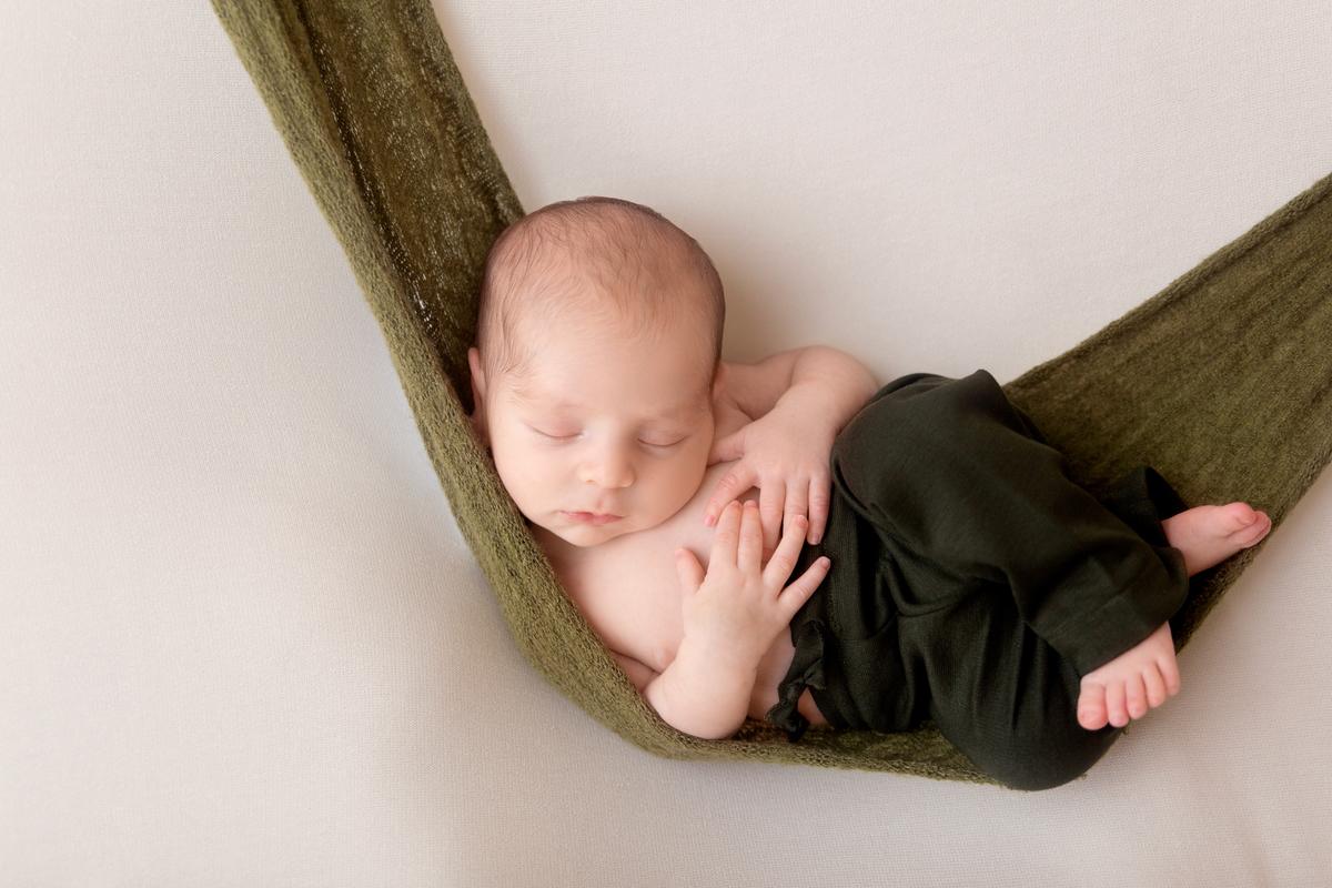 Bebe na rede em ensaio newborn Brasilia , Gabi Aine