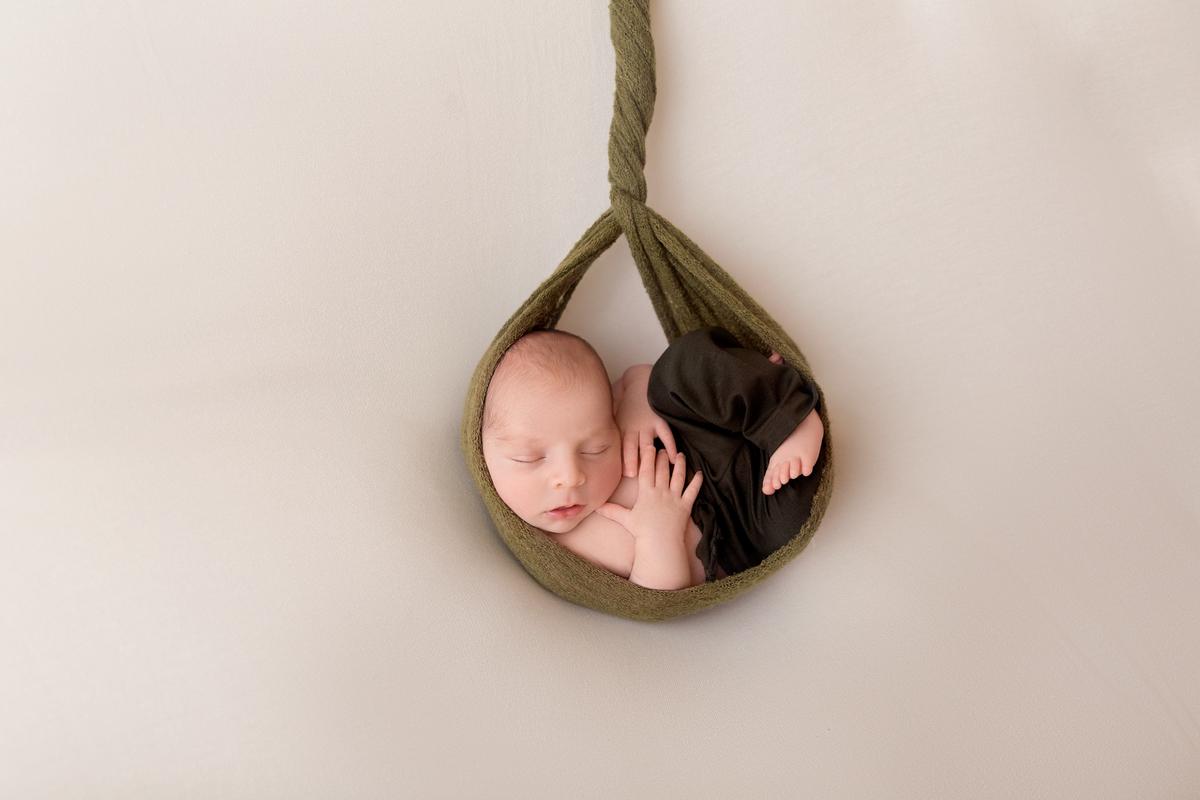Bebe cegonha em ensaio newborn  em Brasilia àguas claras DF Gabi Aine