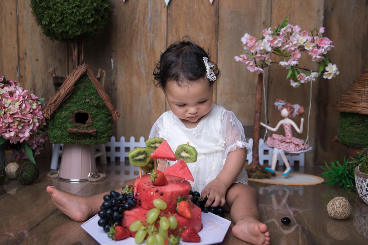 Bolo de frutas tema Jardim