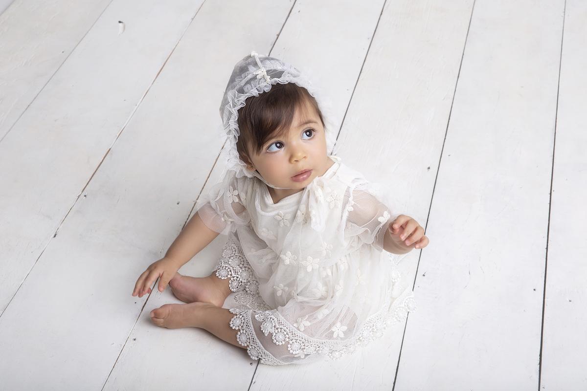 Fofura de bebê de 9 meses  ensaio de acompanhamento do primeiro ano do bebê