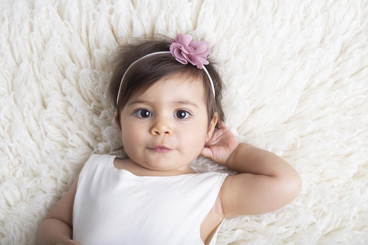 Tiara rosa em ensaio clean, primeiro ano do bebê, ensaio de nove meses Brasilia