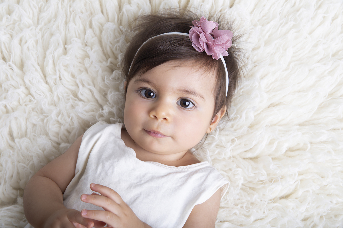 Olha a ofura desse olhar de jabuticaba, primeiro ano de vida, ensaio de nove meses,