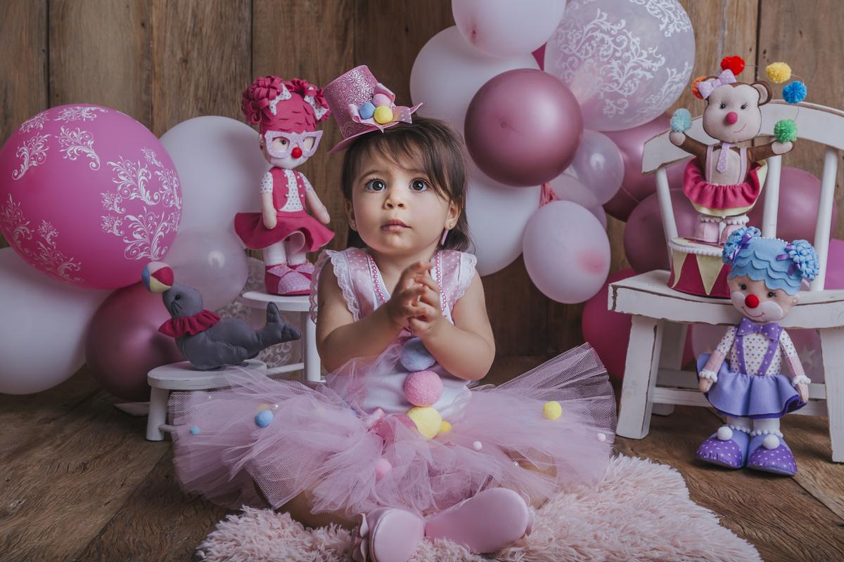 parabens no ensaio de 12 meses do acompanhamento primeiro ano bebê Circo