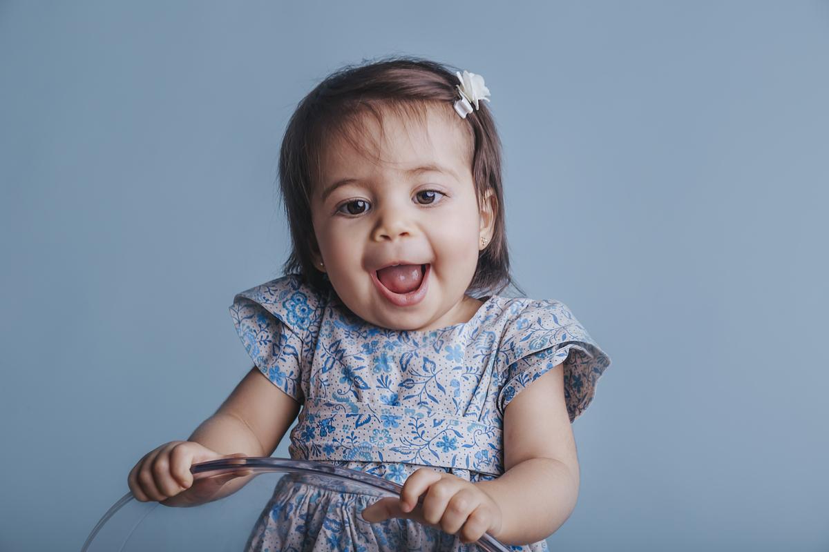 sorriso lindo no ensaio de 12 meses, ultimo ensaio de acompanhamento do primeiro ano de vida do Bebê, Brasilia DF