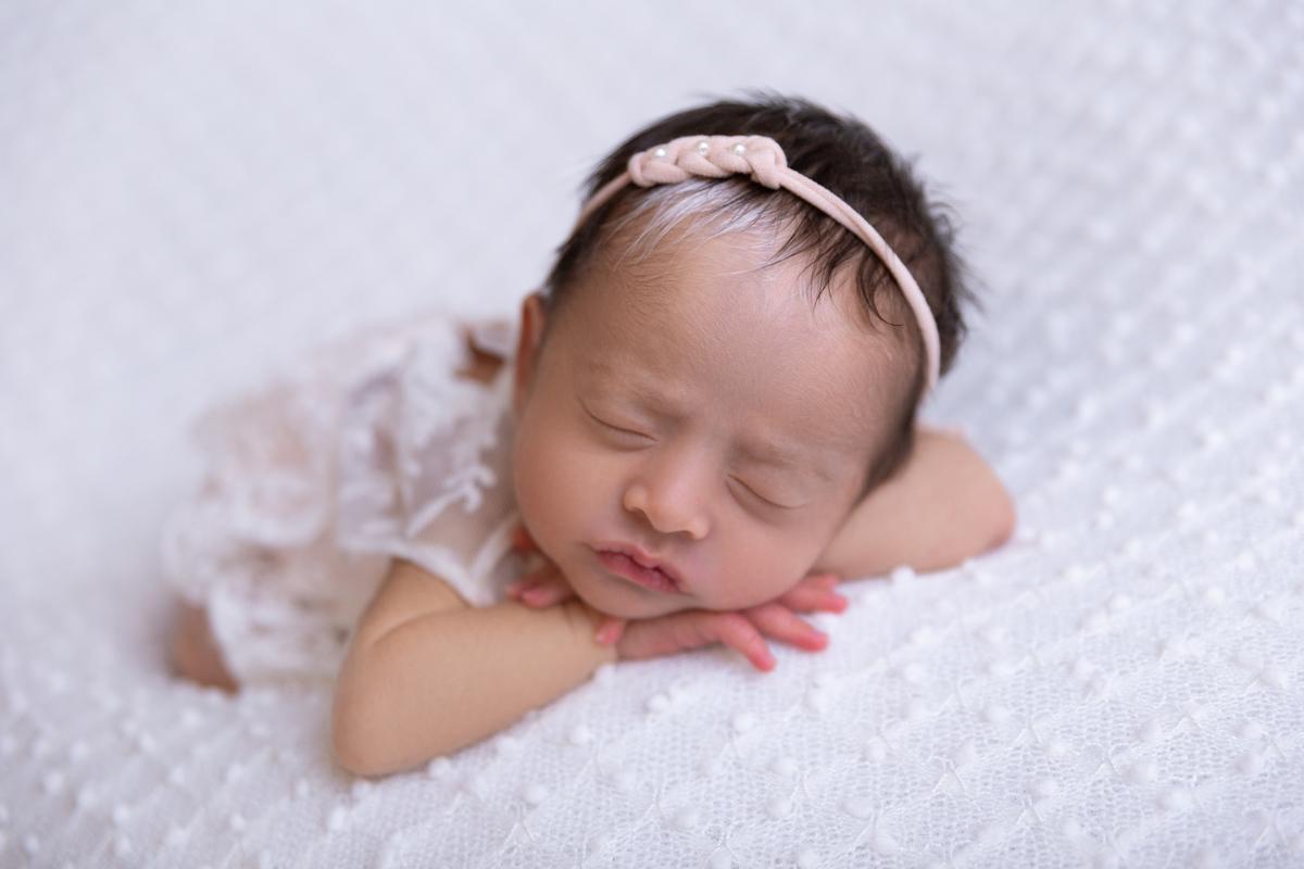 pose bracinho ensaio newborn bebê 13 dias com Piebaldismo Brasília DF