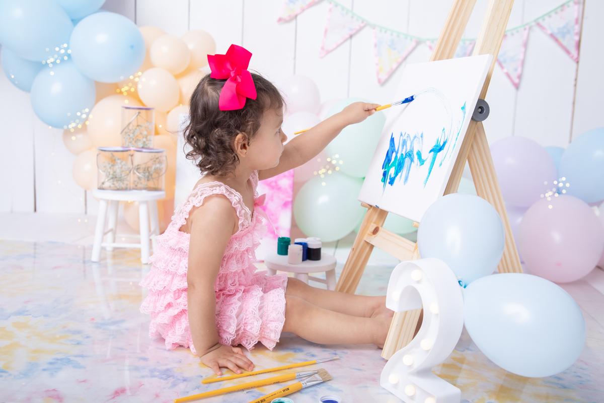 pintando o sete, Ensaio 2 anos com tinta, tema tieday menina, rosa claro