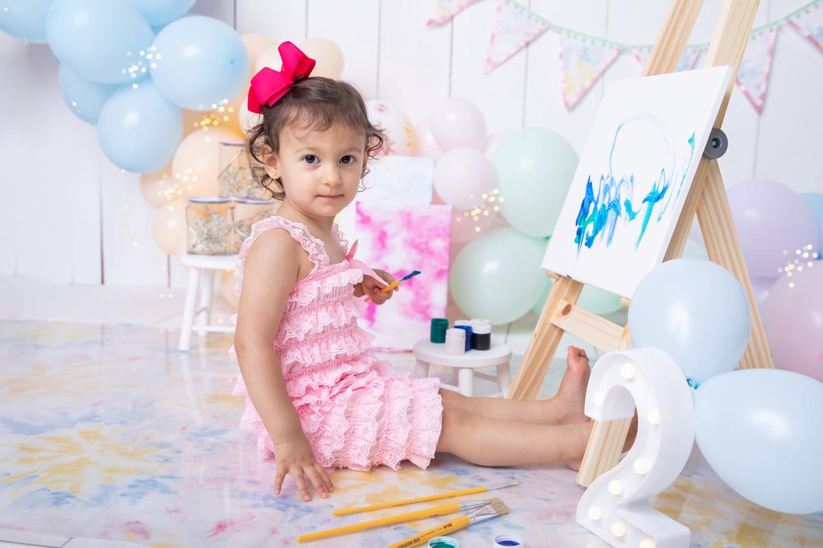 Ensaio tieday, pintando o sete, menininha de rosa, 2 anos