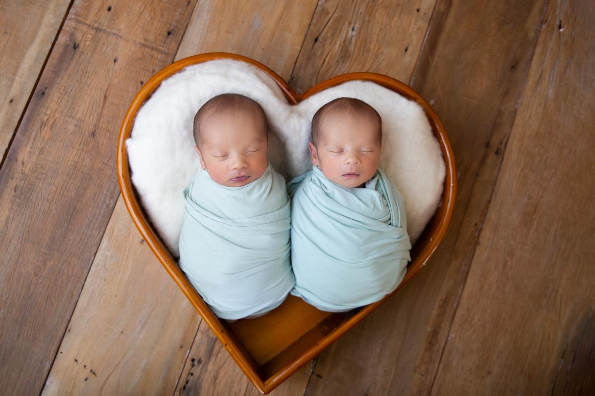 gêmeos no coração ensaio Newbor, recém-nascido, Brasilia, àguas claras, DF