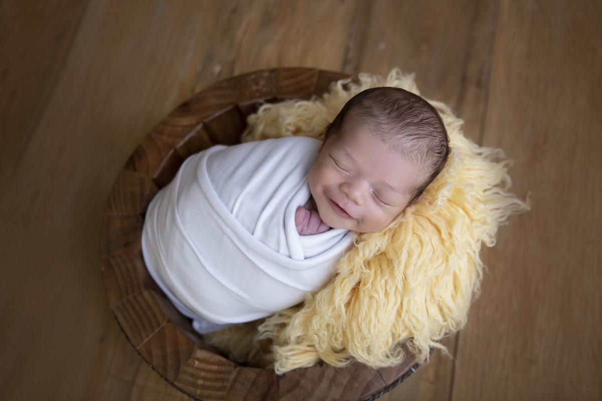 olha que sorriso em seu ensaio Newborn Brasilia DF