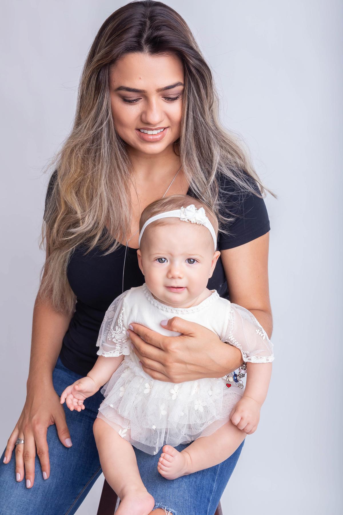 detalhe olho azul, bebê de 6 meses Mamãe e filha