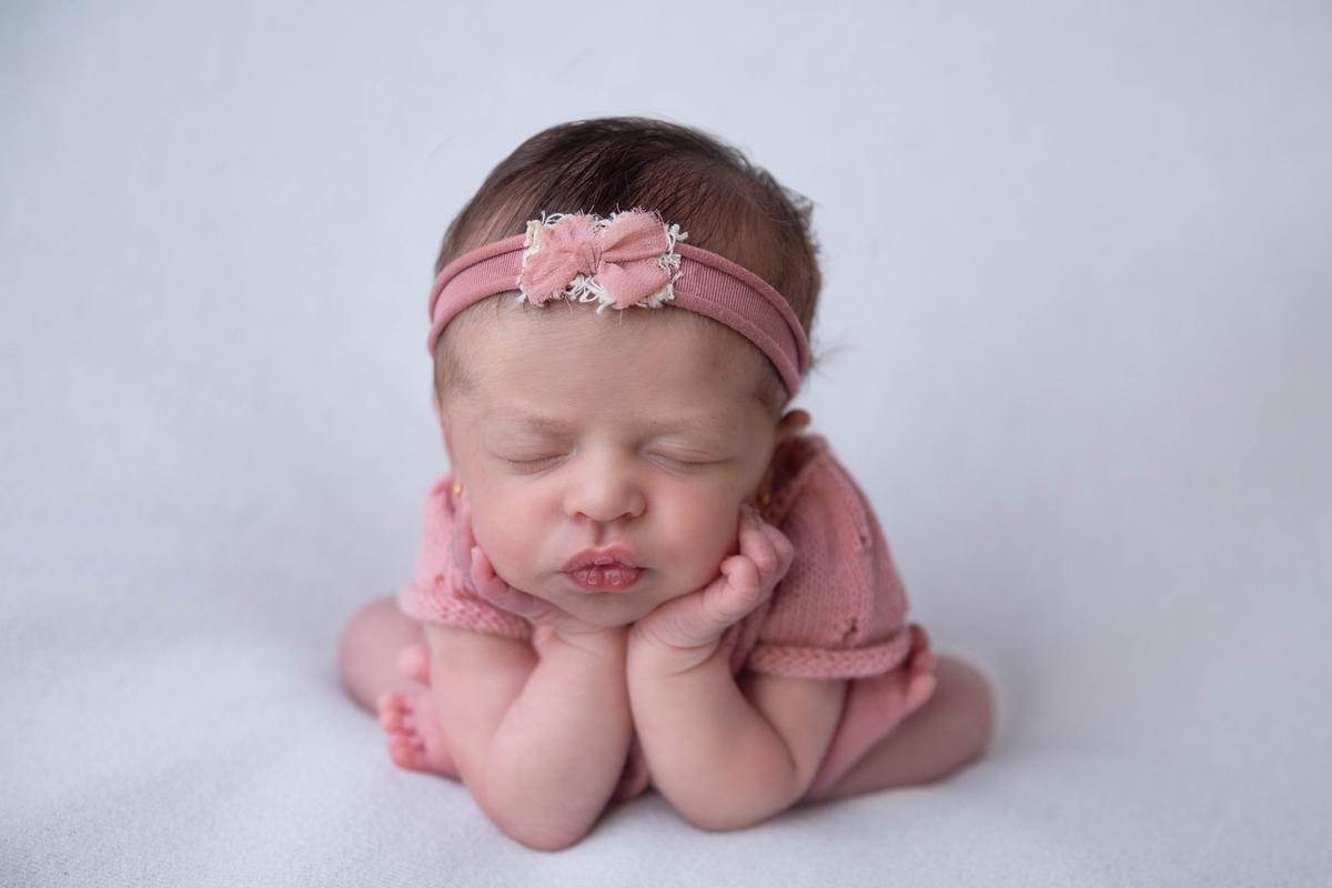 Pose sapinho ensaio de recém-nascido
