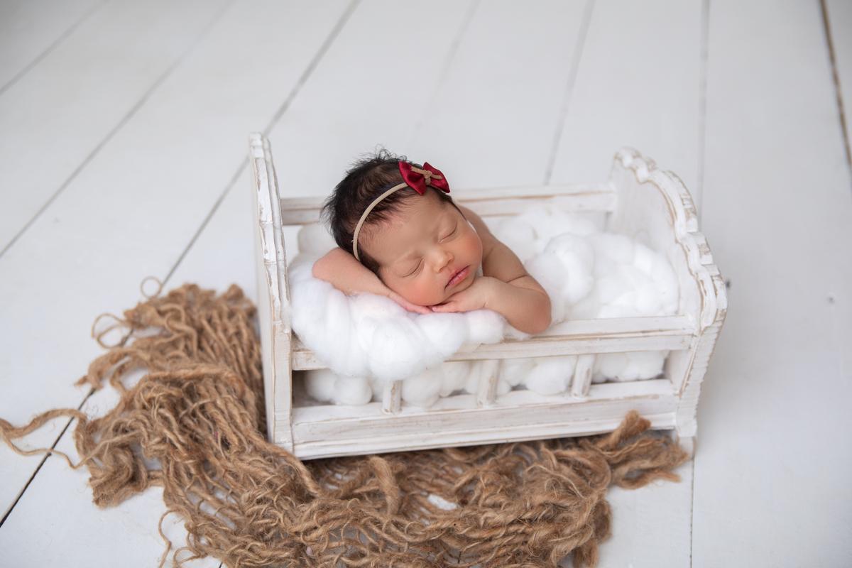 Newborn Menina, bercinho, pose bracinho, Newbirn Brasília