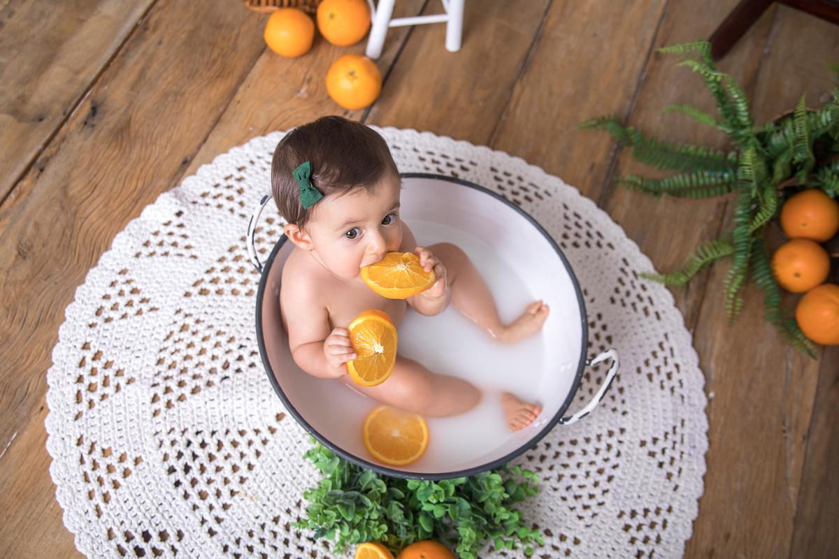cenário boho, banho de leite com laranjas