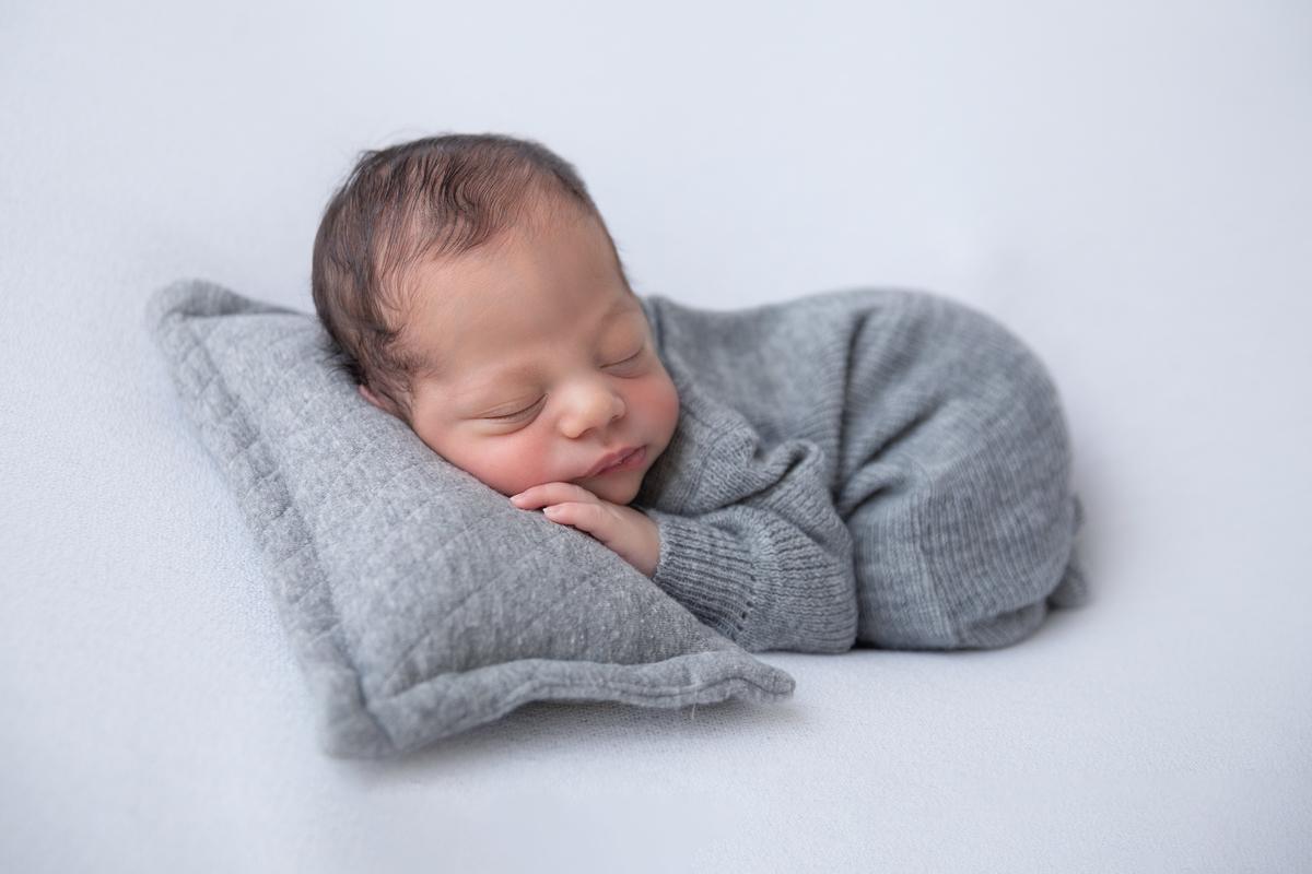pose bumbum, menino, ensaio de recem-nascido, newborn