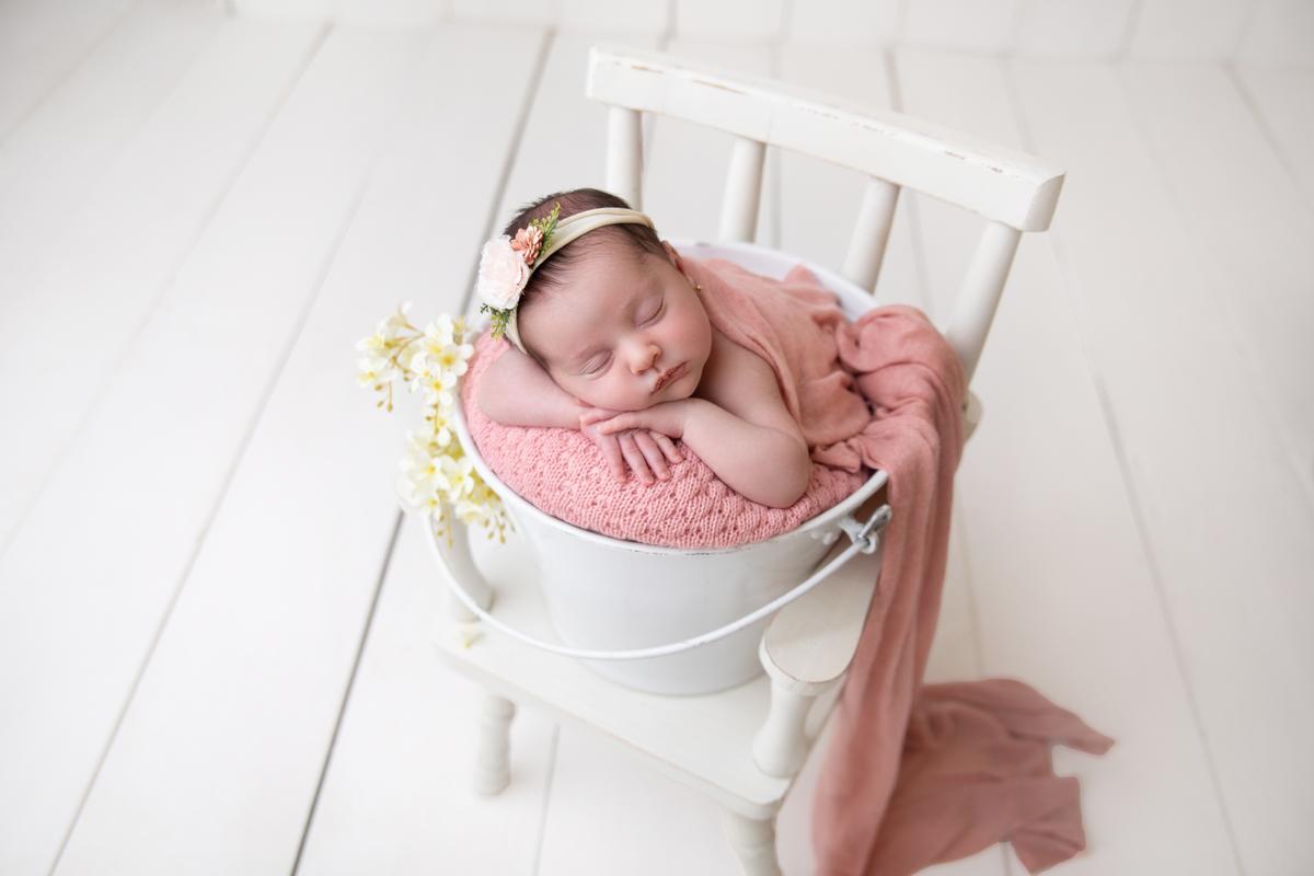 Bebê menina ensaio de recém-nascida Newborn Seguro em Brasília