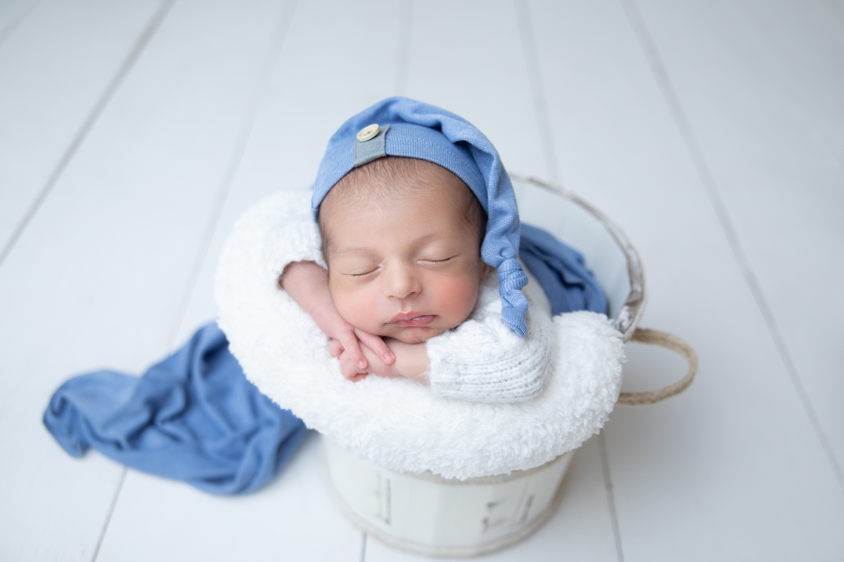Newborn em Brasília, baldinho, atemporal, Love Prop