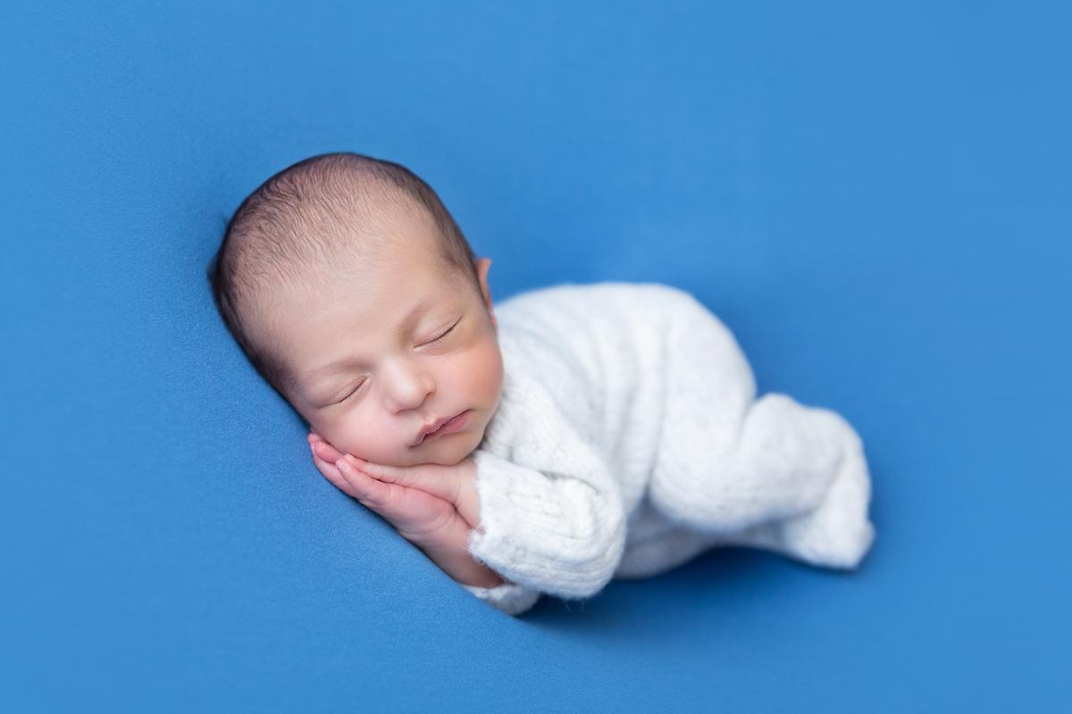Gabi Aine, newborm em Brasilia, menino manta azul