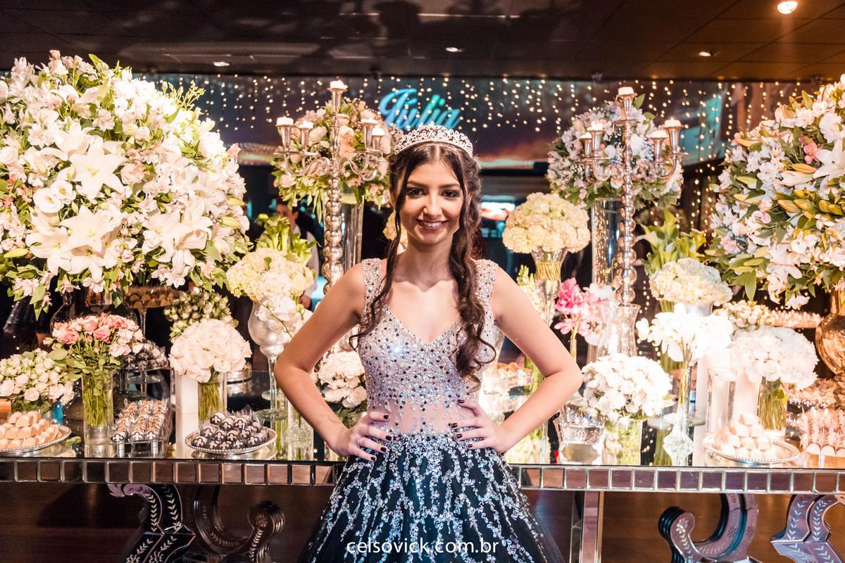 Aniversário de 15 anos Debutante Júlia Gomes | Buffet Villa Bisutti Gomes de Carvalho | Fotos Vinícius Nakashima | Estúdio Celso Vick | Fotografia espontânea