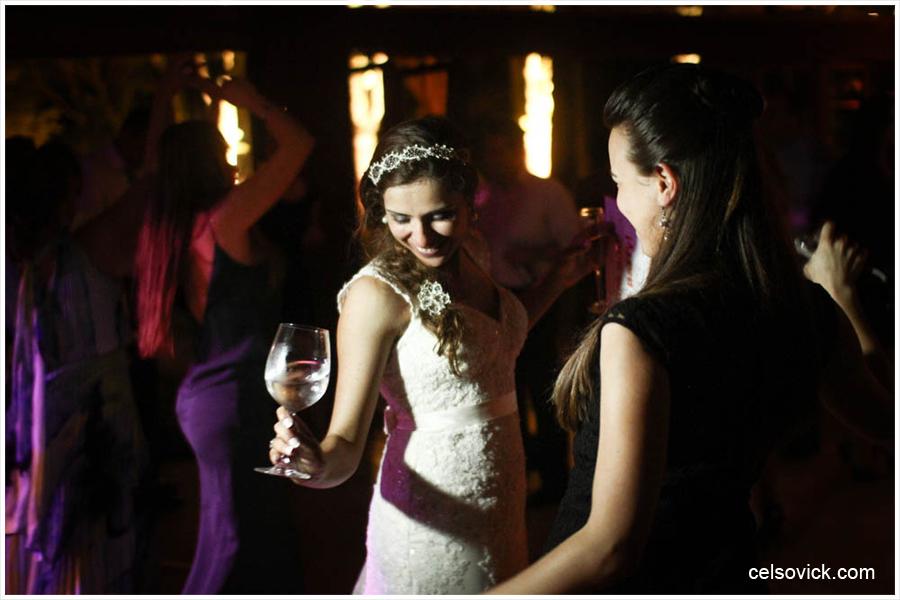Fotos do Casamento da Vanessa e Célio| Realizado no Espaço Vila Real - cidade de Embu das Artes | Fotos Vinícius Nakashima | Estúdio Celso Vick | Fotografia espontânea @celsovick
