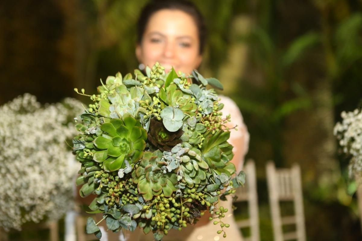 Imagem capa - Buquê de Noiva feito de Suculenta por Celso Vick