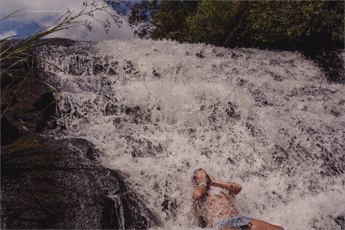 banho de cachoeira antes do casamento